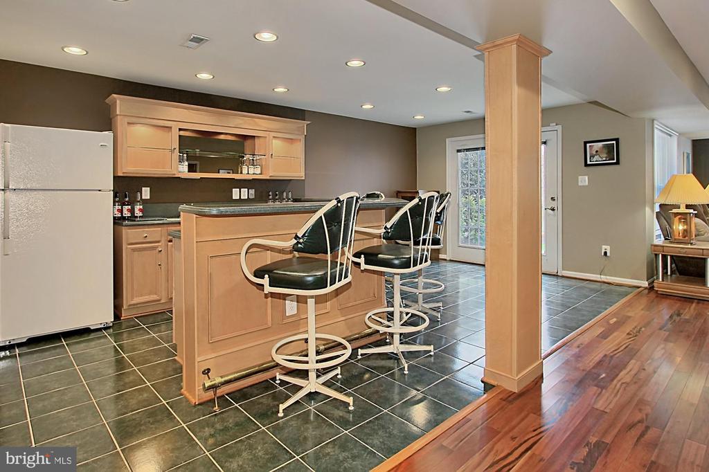 Wet Bar With Full-Sized Refrigerator - 42669 SILVERTHORNE CT, BROADLANDS