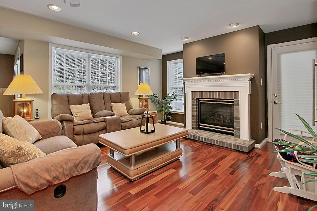 Recreation Room With Gas FIreplace - 42669 SILVERTHORNE CT, BROADLANDS