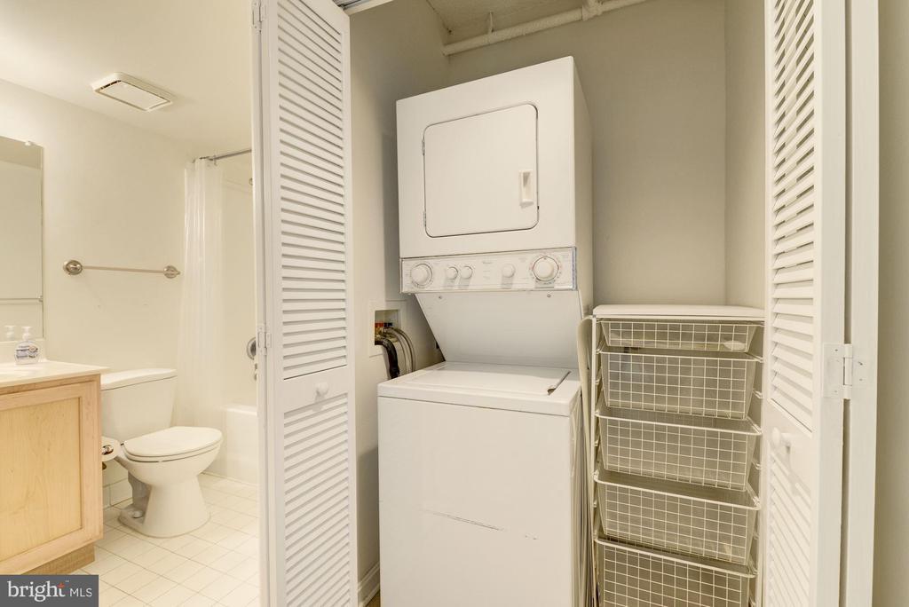 Full Bath and Washer & Dryer - 1001 N RANDOLPH ST #417, ARLINGTON