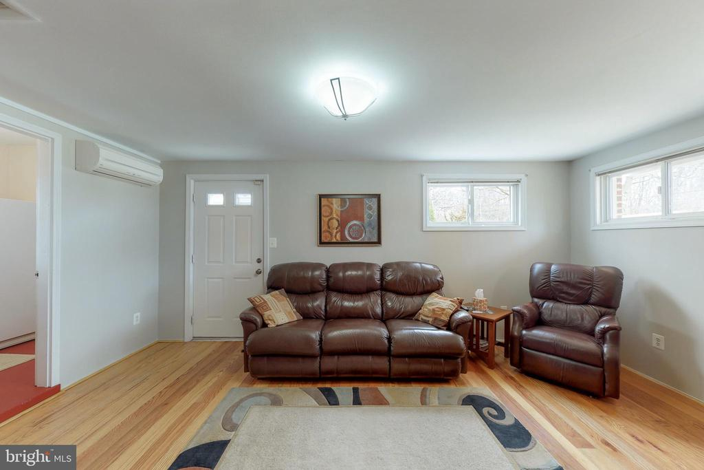 Family Room - 7415 JERVIS ST, SPRINGFIELD