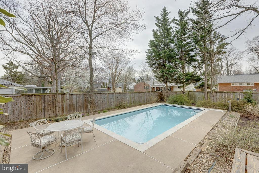 Private Heated Pool - 7415 JERVIS ST, SPRINGFIELD