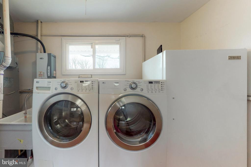 Washer/Dryer - 7415 JERVIS ST, SPRINGFIELD