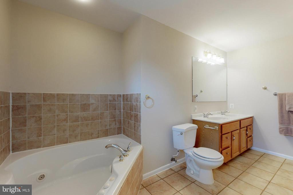 Master Bath - 7415 JERVIS ST, SPRINGFIELD
