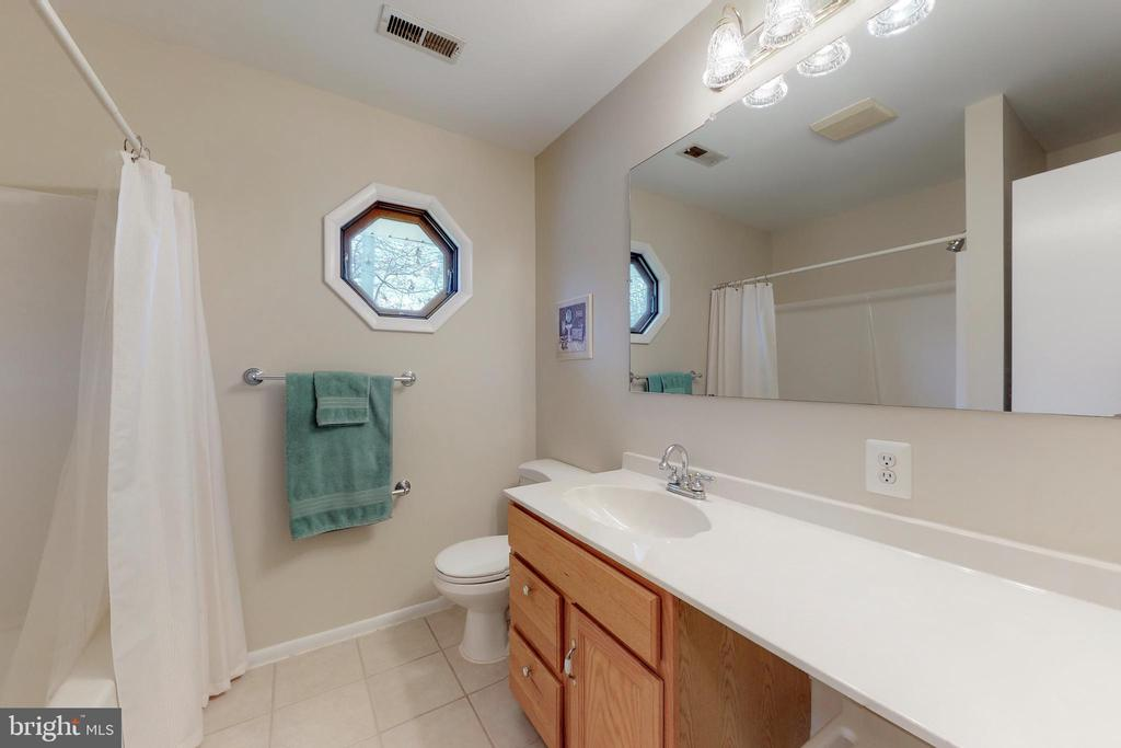 Full Bath Upper Level - 7415 JERVIS ST, SPRINGFIELD