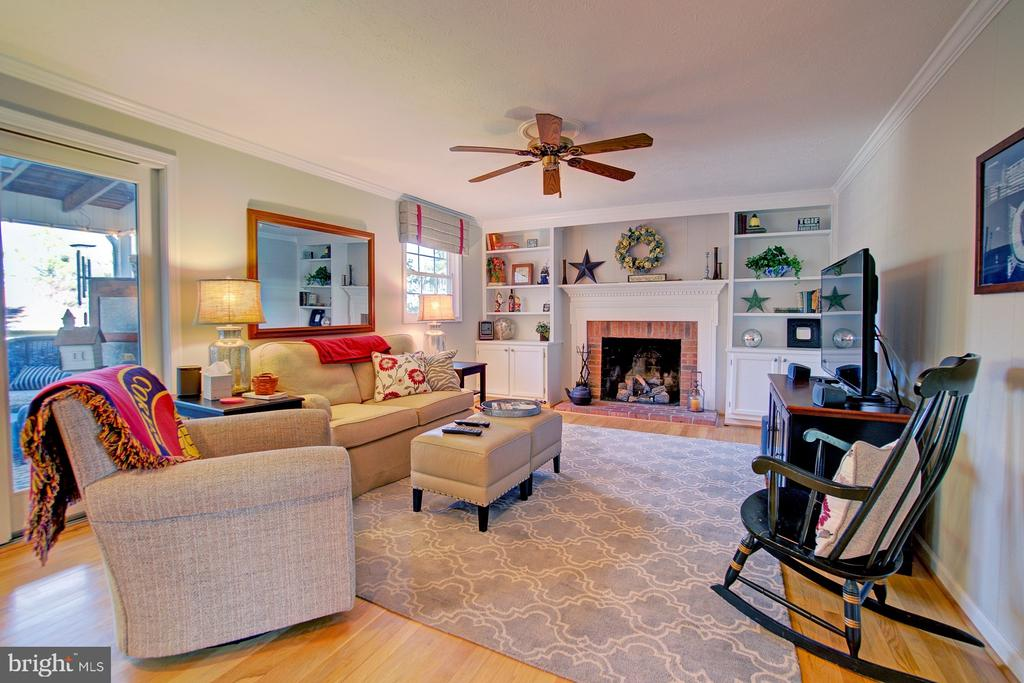 Family Room w/ access to the sun porch - 10902 CARTERS OAK WAY, BURKE