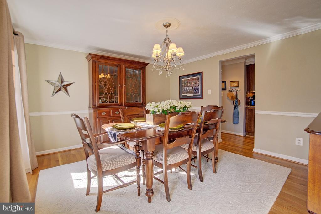 Formal Dining Room off of kitchen - 10902 CARTERS OAK WAY, BURKE