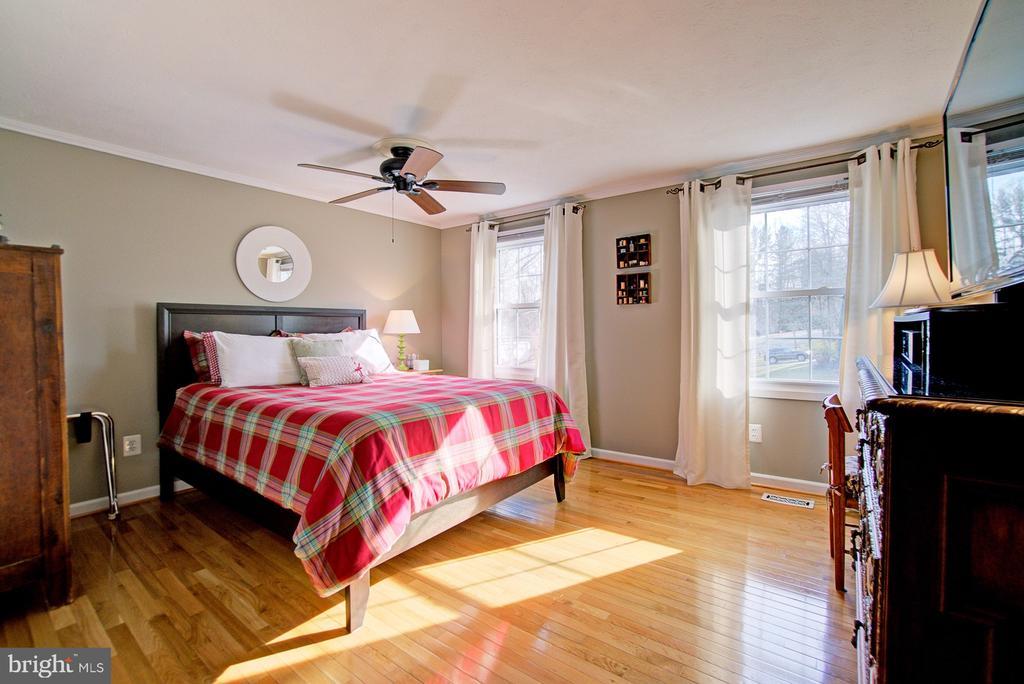 Bedroom #2 with wood floors and lots of light - 10902 CARTERS OAK WAY, BURKE