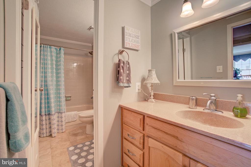 Full Bath on upper level - 10902 CARTERS OAK WAY, BURKE