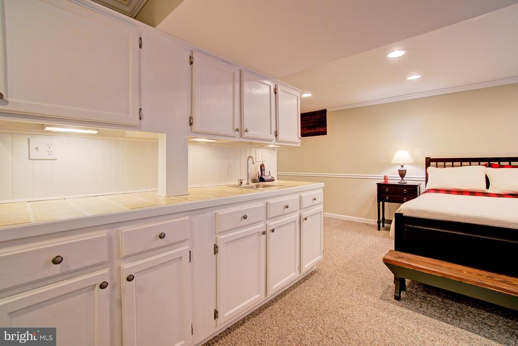 Wet bar with lots of storage and prep space - 10902 CARTERS OAK WAY, BURKE