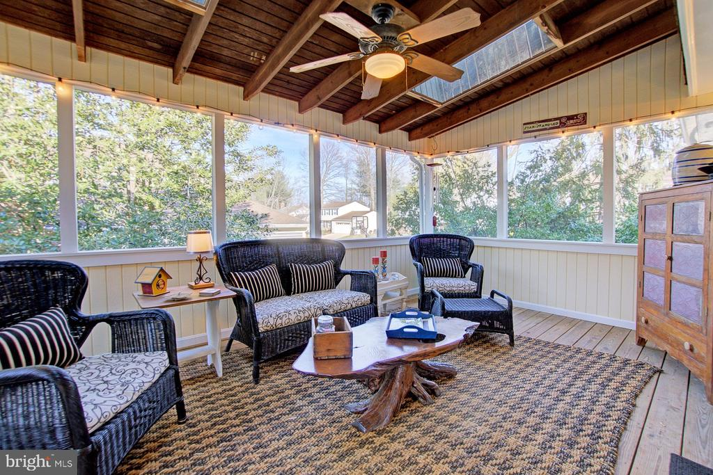 Enjoy morning and evenings in this space - 10902 CARTERS OAK WAY, BURKE