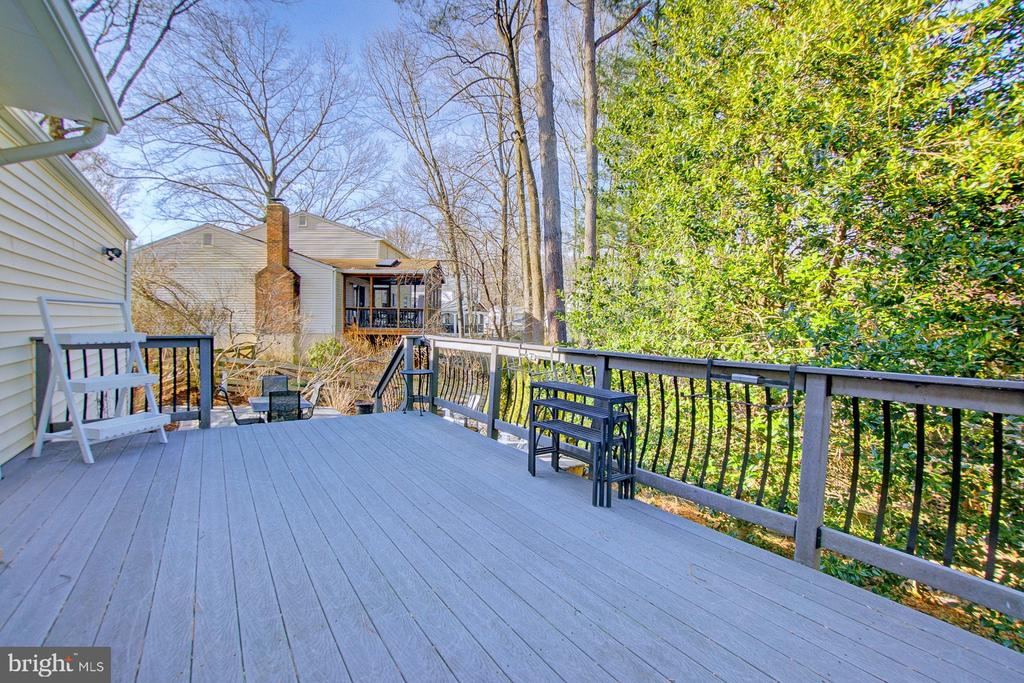Large trex deck with steps to stone patio - 10902 CARTERS OAK WAY, BURKE