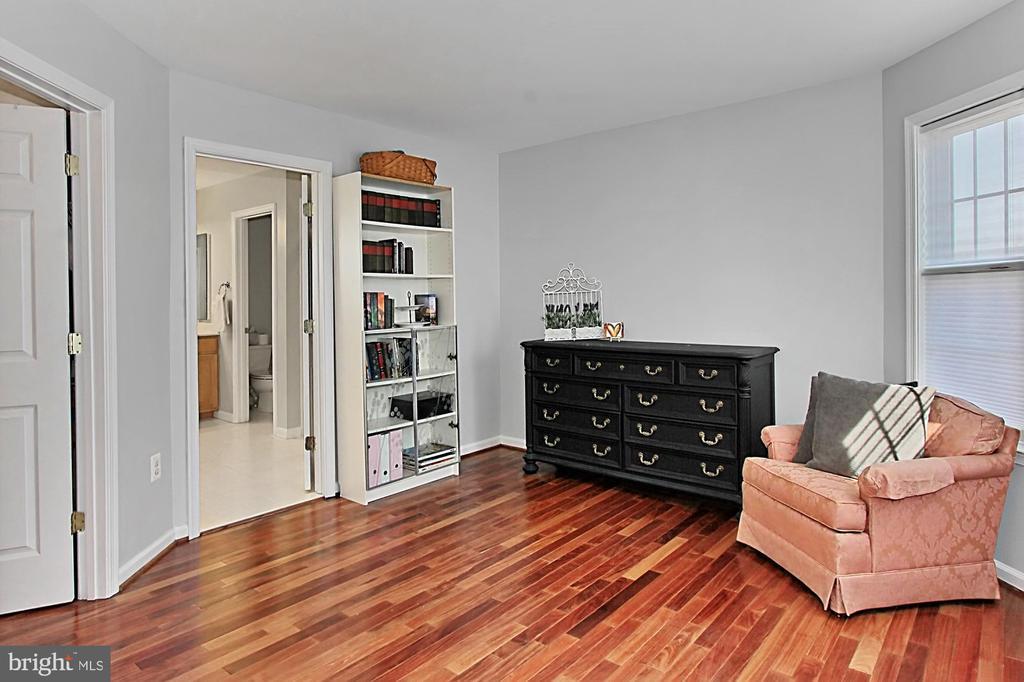 Sitting room off Master Bedroom - 42603 GOOD HOPE LN, BRAMBLETON