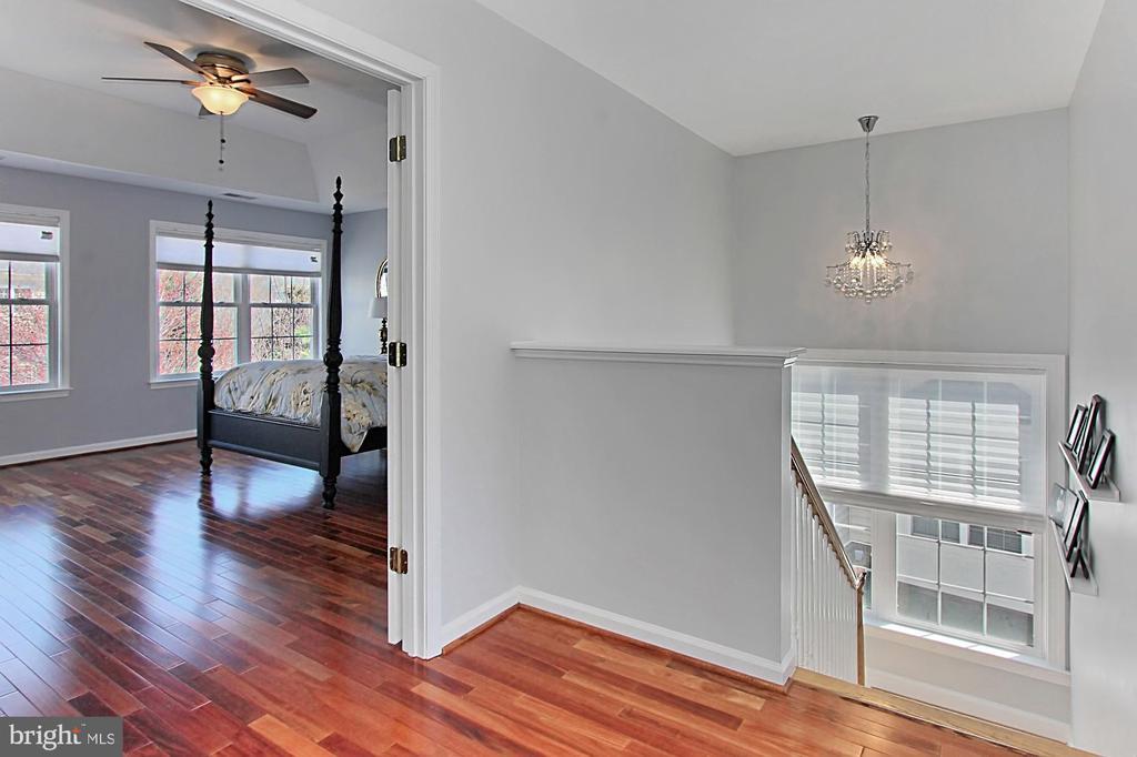 Upstairs hallway - 42603 GOOD HOPE LN, BRAMBLETON