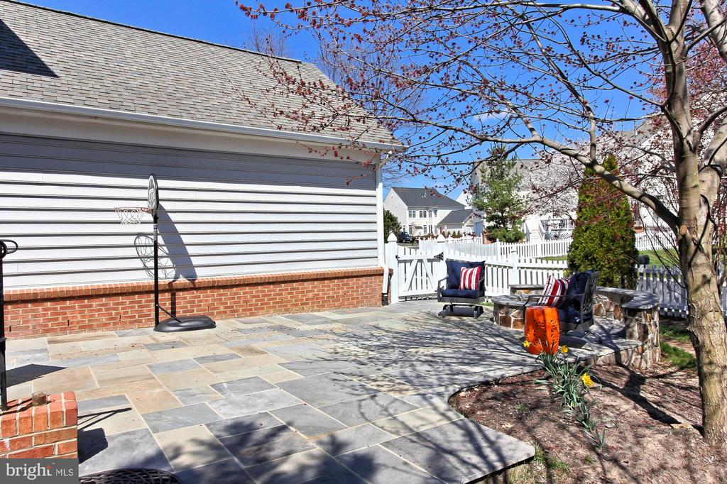 patio - 42603 GOOD HOPE LN, BRAMBLETON