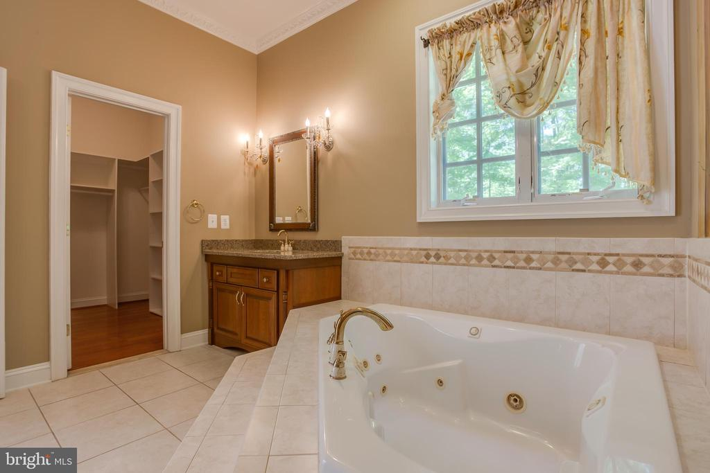 Master Bath with seperate vanities - 13610 KALMBACKS MILL DR, FREDERICKSBURG