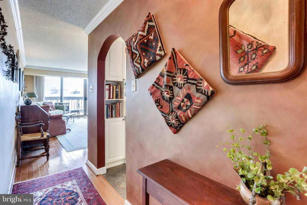Foyer - 3800 FAIRFAX DR #1014, ARLINGTON
