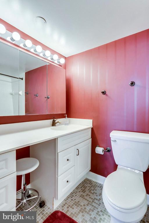 MA Bathroom - 3800 FAIRFAX DR #1014, ARLINGTON