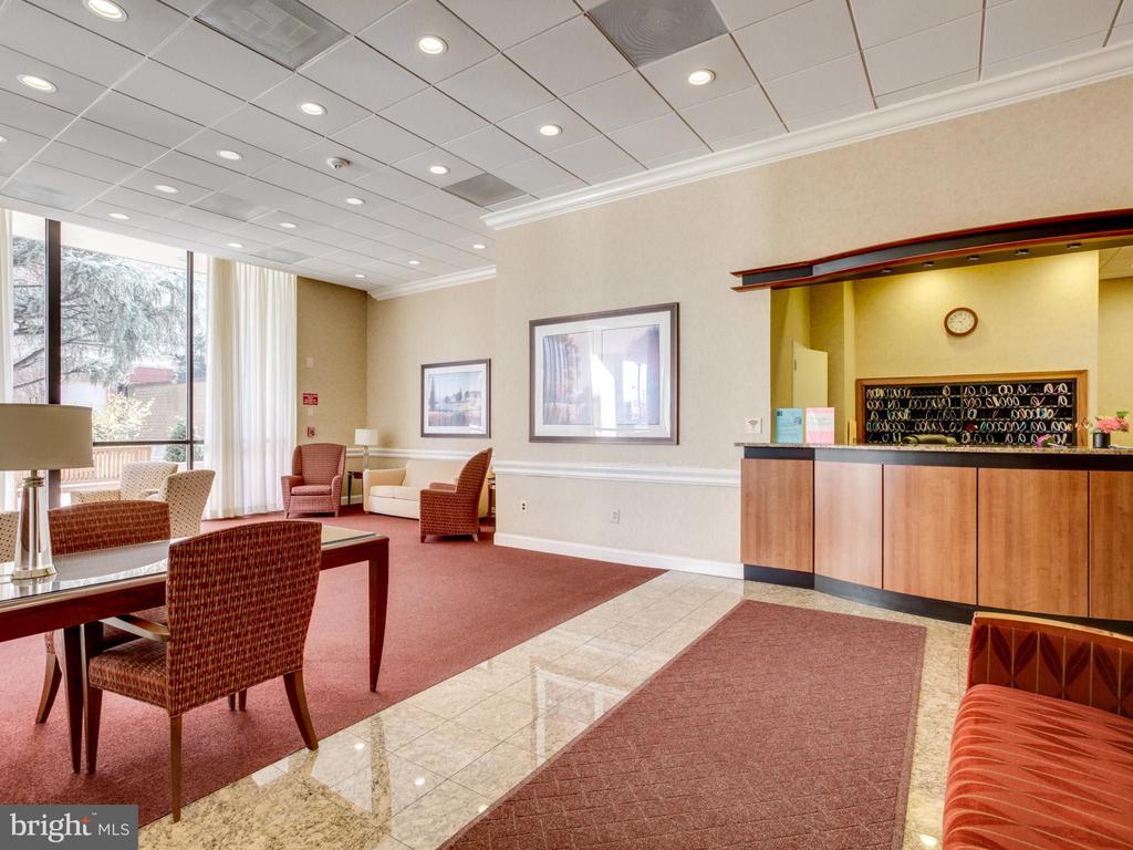 Lobby - front desk - 3800 FAIRFAX DR #1014, ARLINGTON