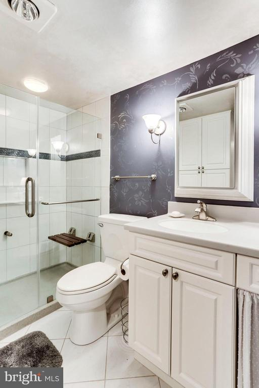 Bathroom #2 - 3800 FAIRFAX DR #1014, ARLINGTON