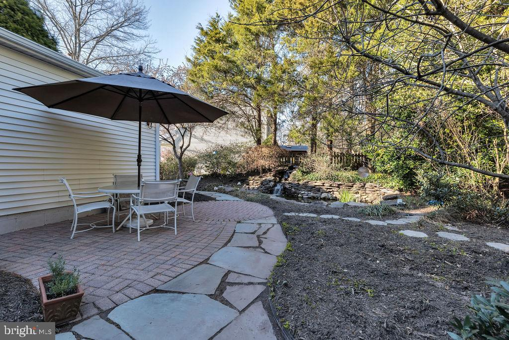 Attractive stone walkways and lovely landscaping - 5597 CEDAR BREAK DR, CENTREVILLE