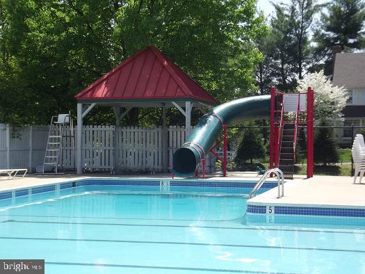 Large outdoor pool - 5597 CEDAR BREAK DR, CENTREVILLE