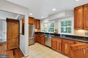 Renovated kitchen offers pass thru to famlly room - 5597 CEDAR BREAK DR, CENTREVILLE