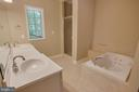 Jack and jill Bath - 13610 KALMBACKS MILL DR, FREDERICKSBURG
