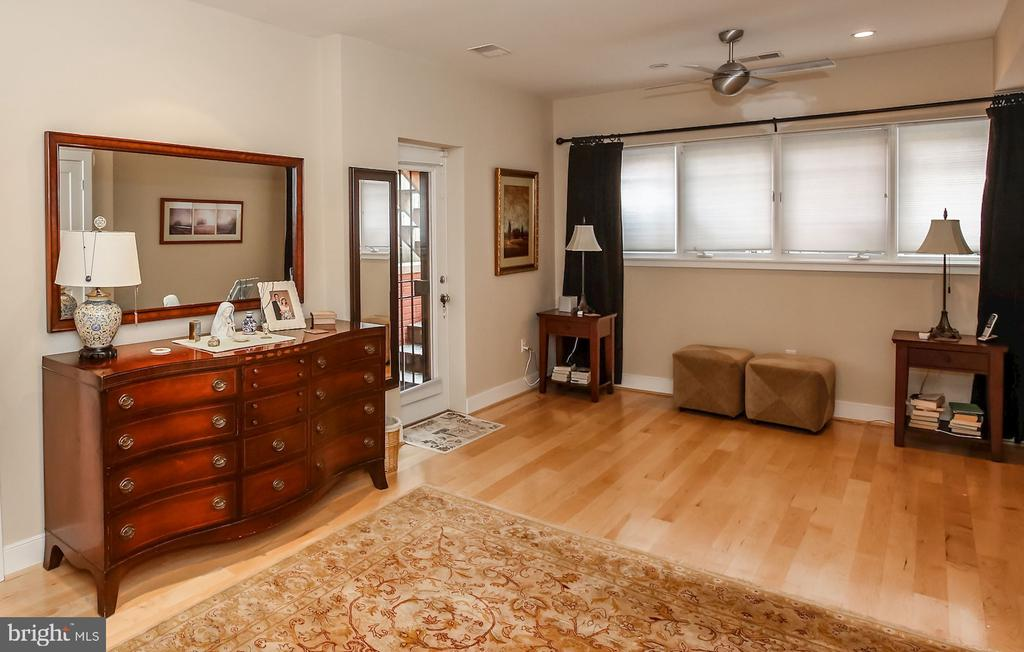 Large, bright master bedroom - 1641 13TH ST NW #A, WASHINGTON