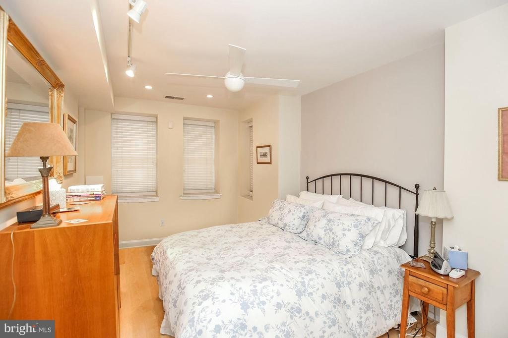 Large second bedroom - 1641 13TH ST NW #A, WASHINGTON