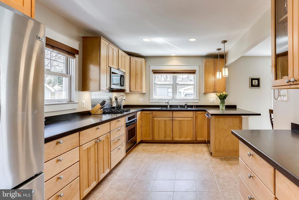 Tons of Cabinets Plus a Pantry - 2035 N TAYLOR ST, ARLINGTON