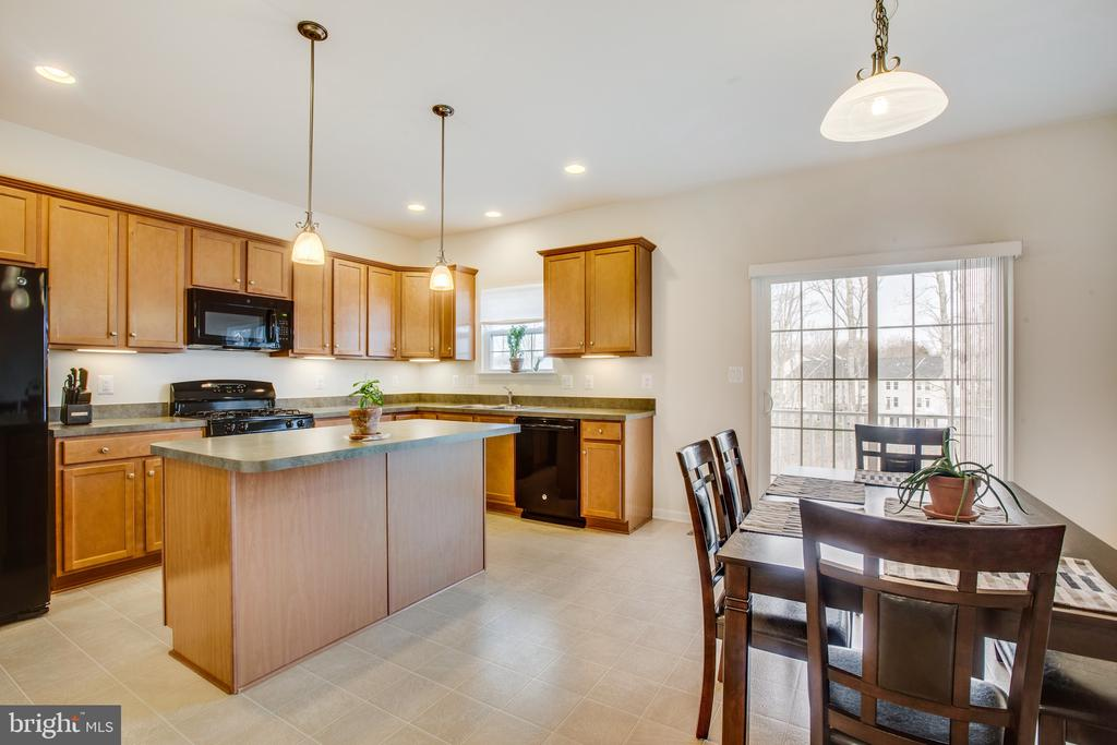 Kitchen/dining room combo - 108 TREE LINE DR, FREDERICKSBURG