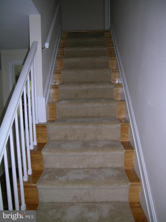 STAIRWAY TO UPSTAIRS - 4312 SOUTHWOOD DR, ALEXANDRIA