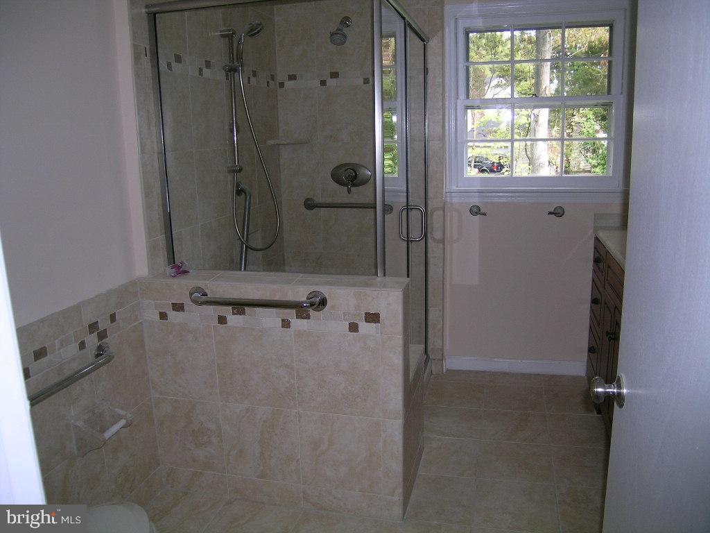 MASTER BATHROOM - 4312 SOUTHWOOD DR, ALEXANDRIA