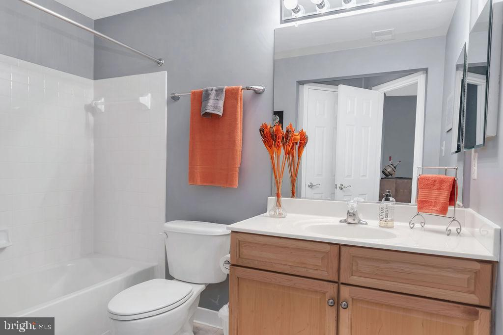 Full bath in basement - 43769 FARMSTEAD DR, LEESBURG