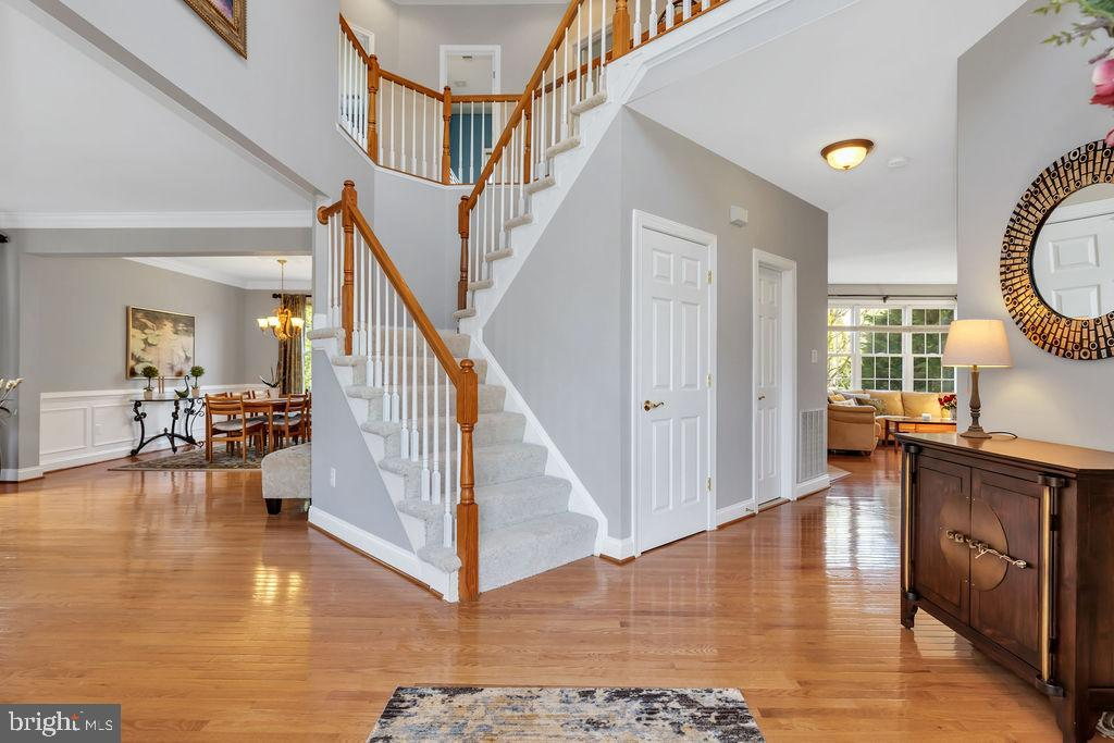 Bright, open 2-story foyer - 43769 FARMSTEAD DR, LEESBURG