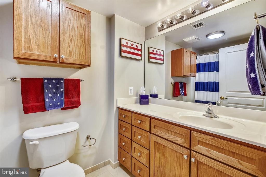 Full Bath with Soaking Tub - 616 E ST NW #1155, WASHINGTON