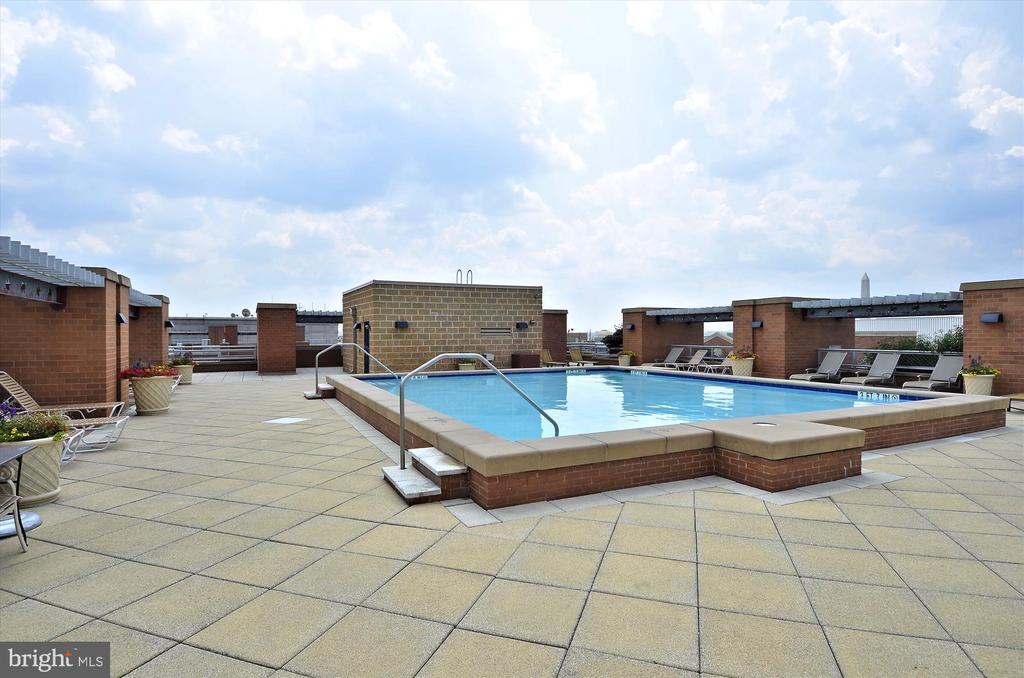 Rooftop Swimming Pool - 616 E ST NW #1155, WASHINGTON