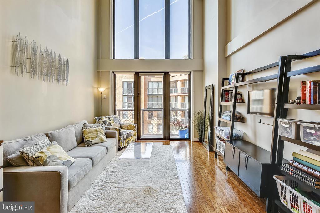 Sun Filled Living Room - 616 E ST NW #1155, WASHINGTON