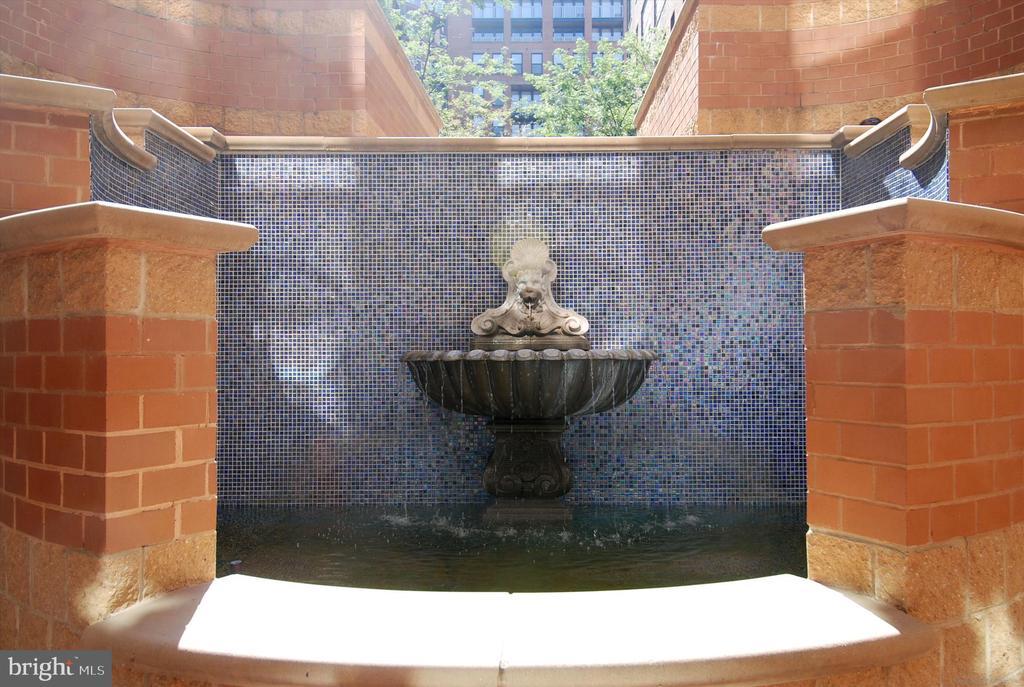Courtyard Fountain - 616 E ST NW #1155, WASHINGTON