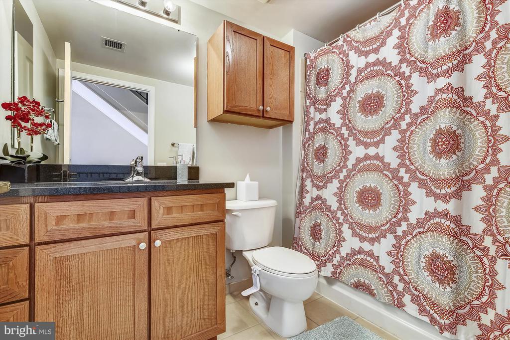 Upper Level Full Bath - 616 E ST NW #1155, WASHINGTON