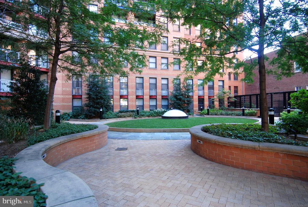 Lush Courtyard - 616 E ST NW #1155, WASHINGTON