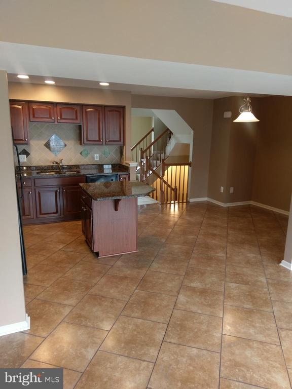 Large Eat In Kitchen - 1245 MARE, RANSON