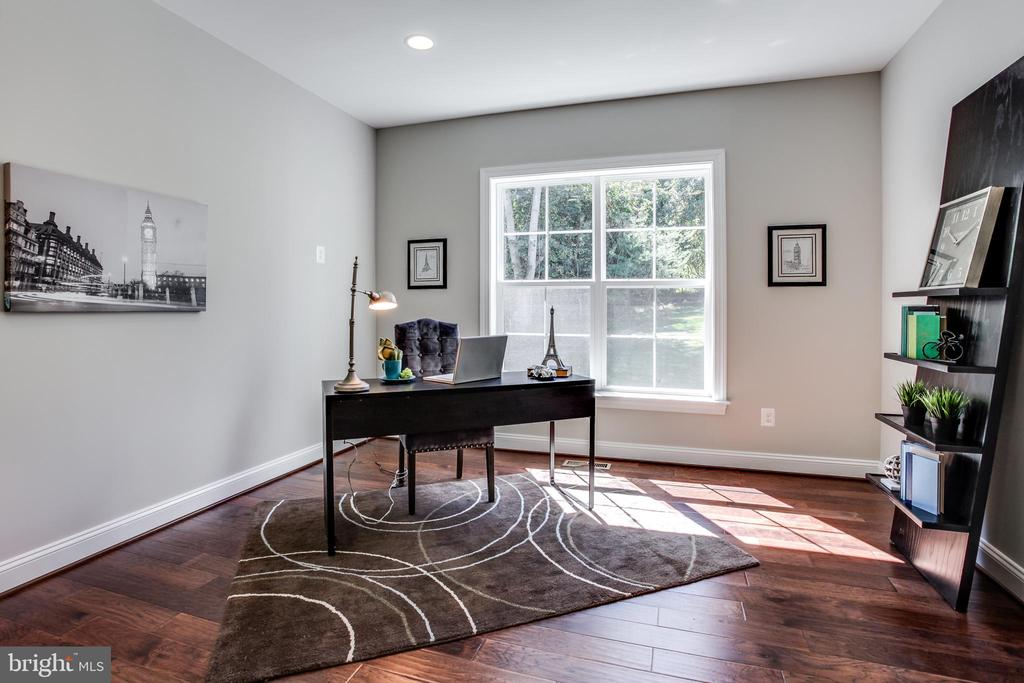 Home Office - 38053 TOUCHSTONE FARM LN, PURCELLVILLE