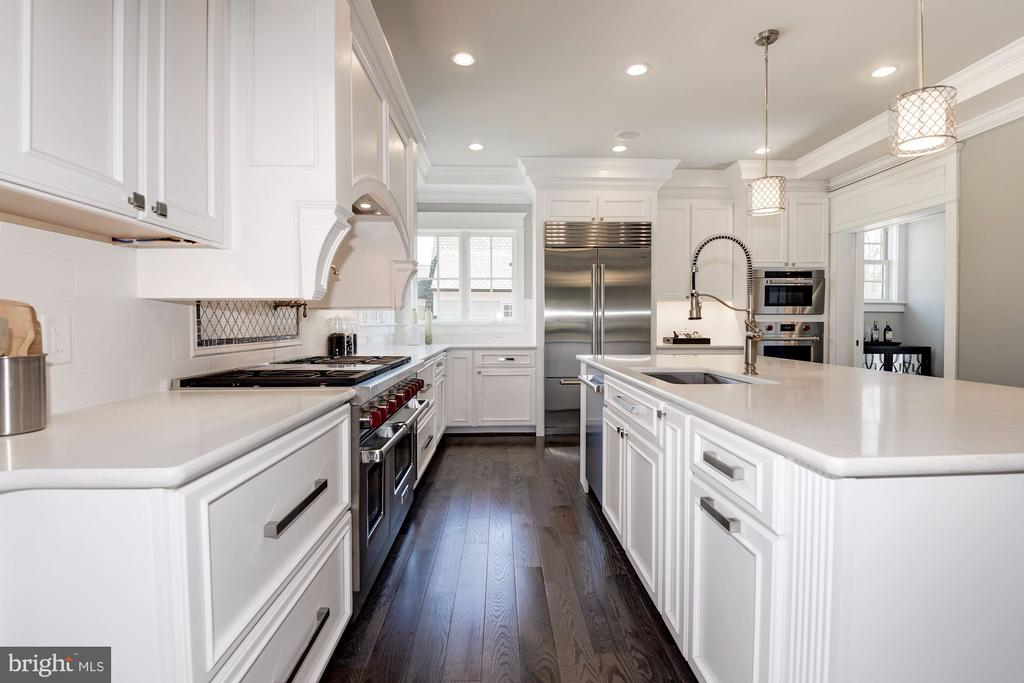 Kitchen-Wolf/Subzero Appliances & Quartz Counters - 2779 N WAKEFIELD ST, ARLINGTON