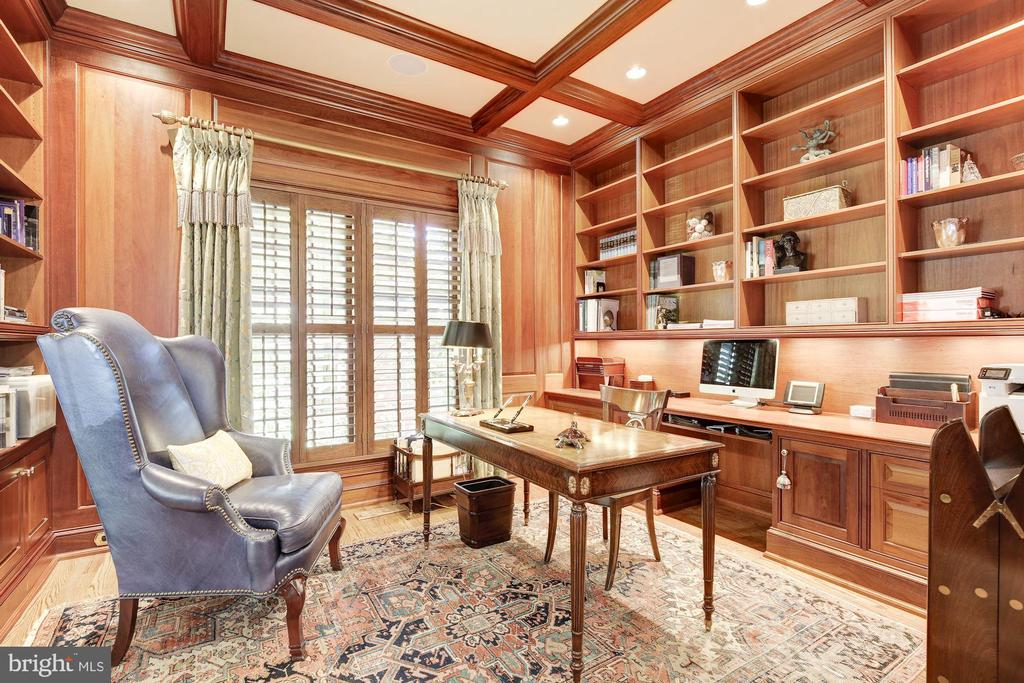 Mahogany library w/ built-ins and coffered ceiling - 224 W WINDSOR AVE, ALEXANDRIA