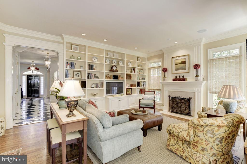 Family room w/ gas fireplace & built-ins - 224 W WINDSOR AVE, ALEXANDRIA