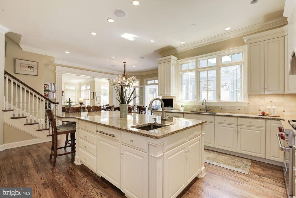 Kitchen has walk-in pantry and plenty of storage - 224 W WINDSOR AVE, ALEXANDRIA