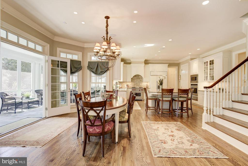 Open floor plan and second staircase - 224 W WINDSOR AVE, ALEXANDRIA