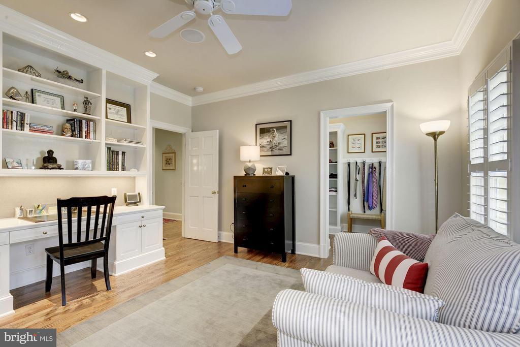 Built-ins & large walk-in closet w/ window - 224 W WINDSOR AVE, ALEXANDRIA