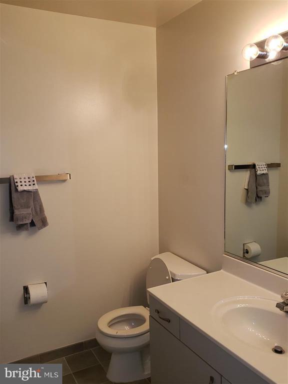 Upstairs Full Bath - 1942 LAKEPORT WAY, RESTON